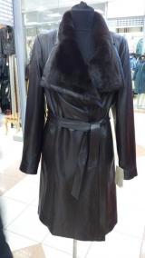 model Carlioni Плащ кожаный с норковым воротом.